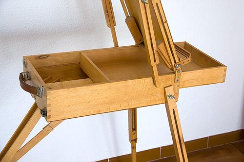 Caballete pintor artesanal lateral con cajón abierto