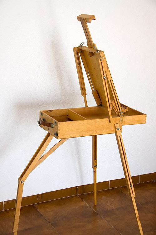 Caballete pintor artesanal lateral desplegado