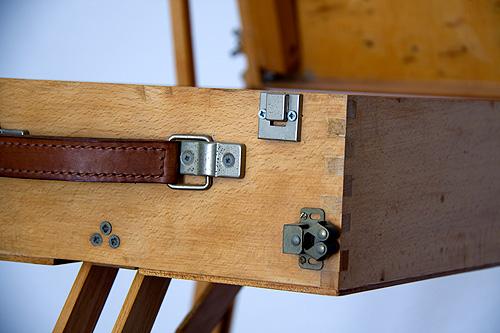 Caballete pintor artesanal detalle esquina cajón