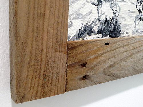 Detalle de marco de madera de palé reciclada