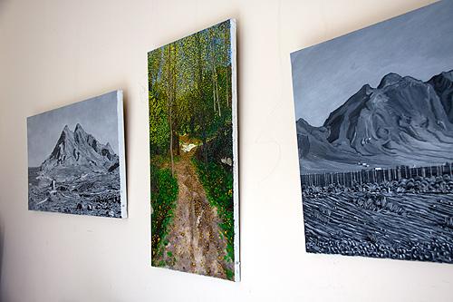 Pinturas al óleo en color y blanco y negro en gran formato