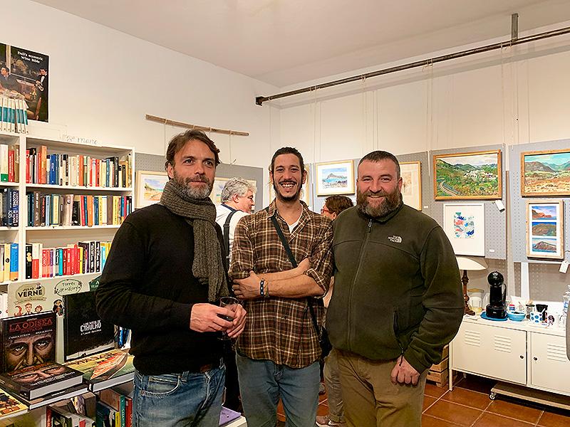 Tres artistas disfrutando del aperitivo y buena compañía