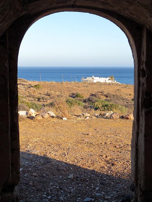 Vista desde el interior de la torre vigía de los Escullos