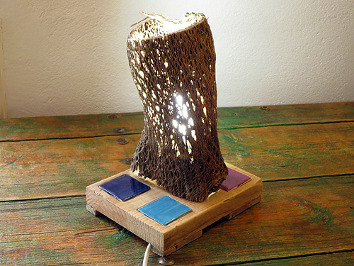 Lámpara fibra con cuatro cerámicas de colores