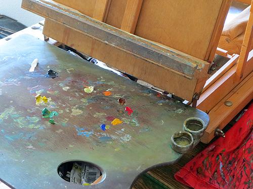 Paleta de pintor con soporte para medio de óleo y trementina