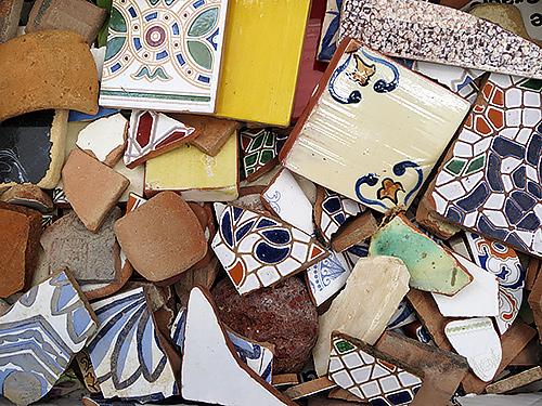Piezas y restos reciclados de cerámica