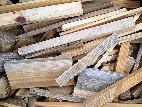 Piezas y restos reciclados de madera